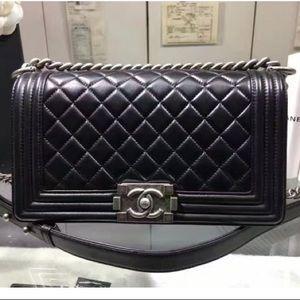 💕New Chanel Boy Flap Bag Medium